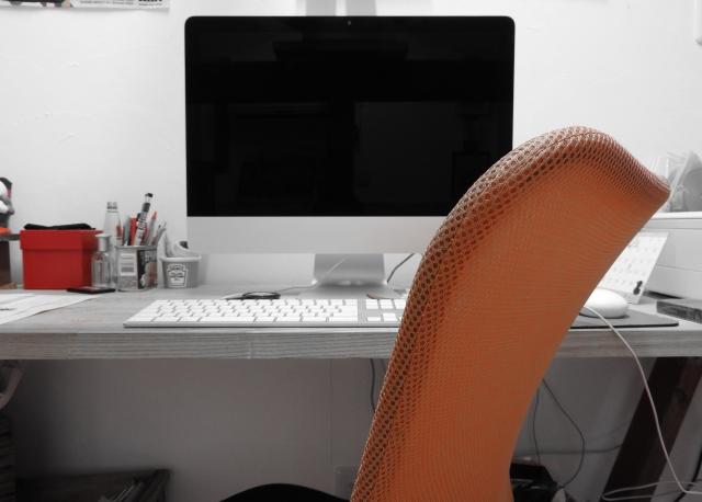 パソコンとデスク 画像