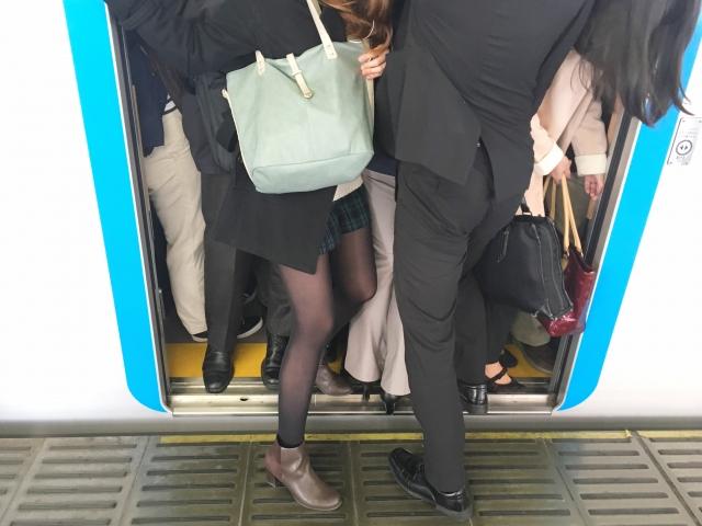 満員電車のドア