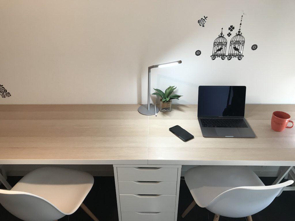 ツインデスクとMacBook