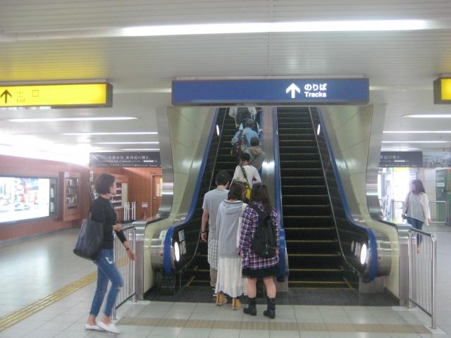 大阪のエスカレーター 画像