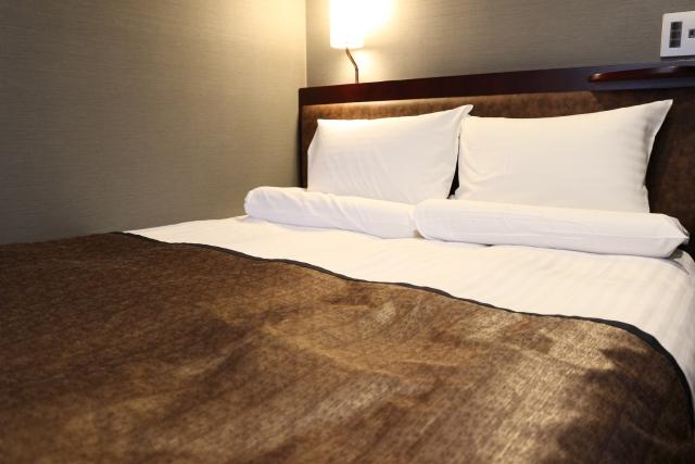 ホテルのベッド 画像