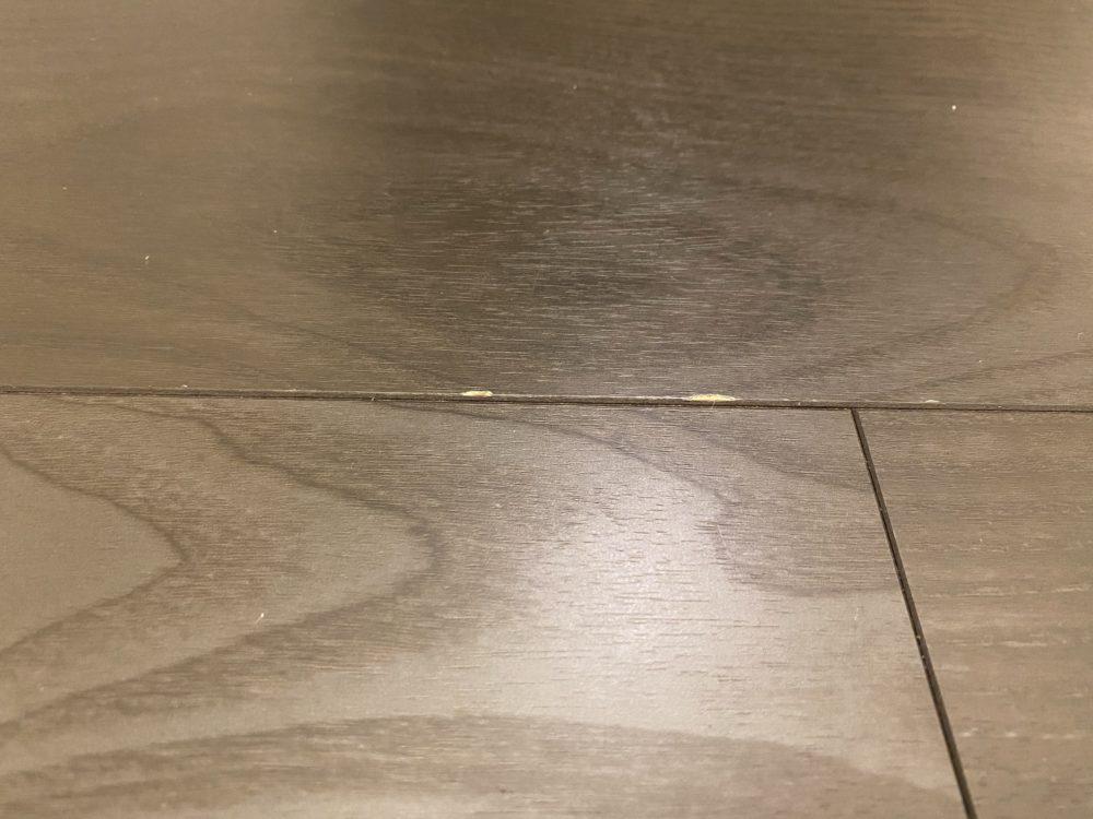 床のキズ 画像
