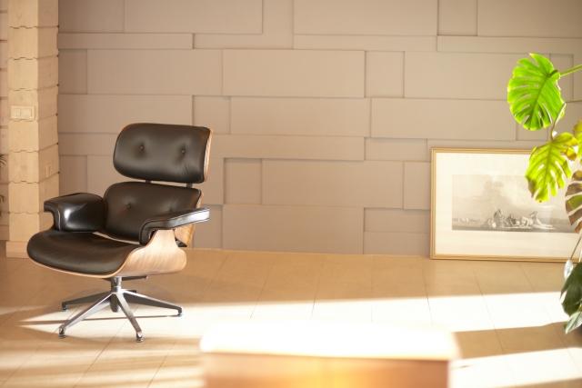 木漏れ日と椅子 画像