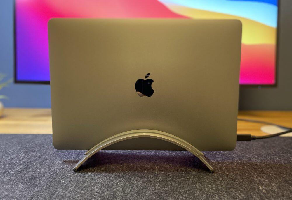 MacBookをセット 正面画像