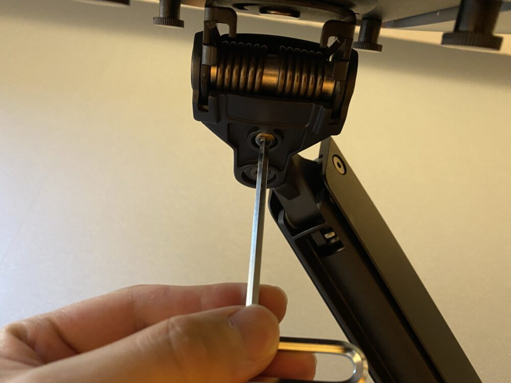 モニター固定部のアーム硬さ調整